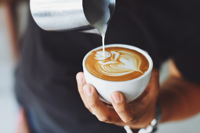 Welke apparatuur moet je hebben wanneer je een koffiezaak opent?